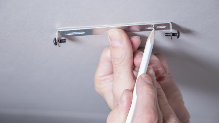 Как повесить светильник на потолке из гипсокартона